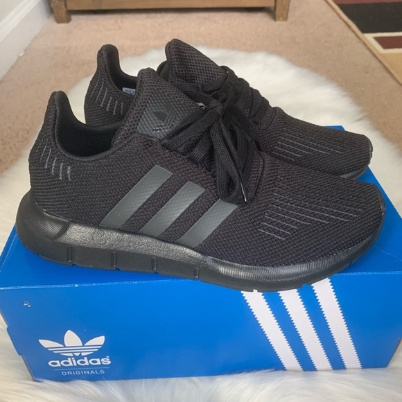 Adidas Swift Run Shoes Youth Size 5 New NWT